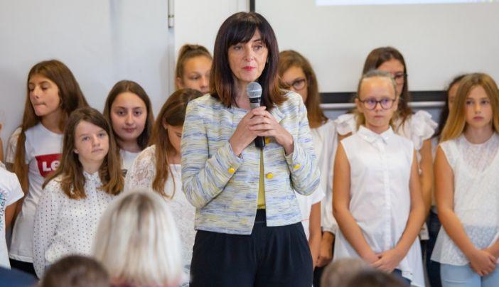 Ministrica Divjak posjetila Osnovnu školu Ivana Gundulića