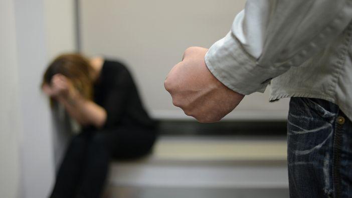 Hrvatske brojke su katastrofalne: Žene su potplaćenije, potlačenije i češće žrtve nasilja