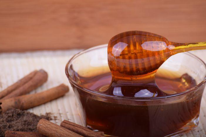 Pet razloga zbog kojih biste med trebali uvrstiti u svoju prehranu