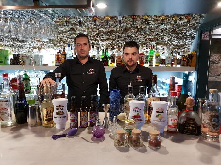 Dva dubrovačka barmena osmislili koktel kartu ''Božić u Gradu''