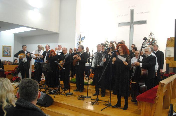 Dubrovačke klape na humanitarnom koncertu u Svetog Mihajla