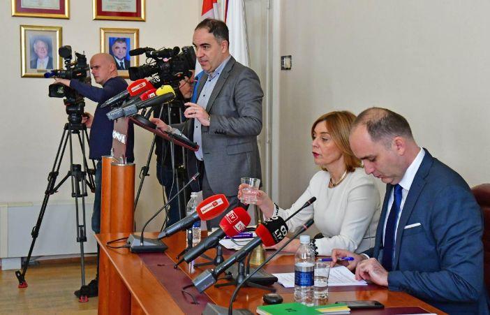 Nikolić izlazi iz Gradskog vijeća