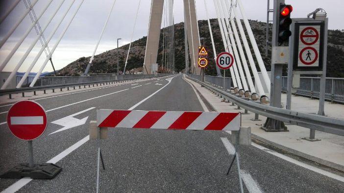 Za sav promet zatvoren most