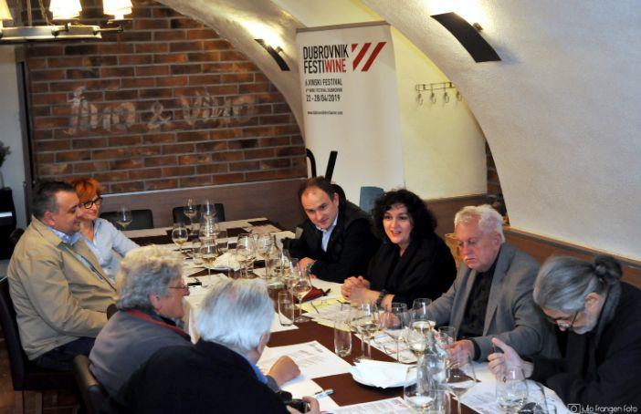 zagrebačkim vinskim novinarima