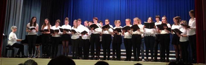 """Njemački školski zbor """"Waldorf"""" nastupa ispred crkve sv.Vlaha"""